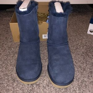 Size 8 bailey bow navy Ugg's